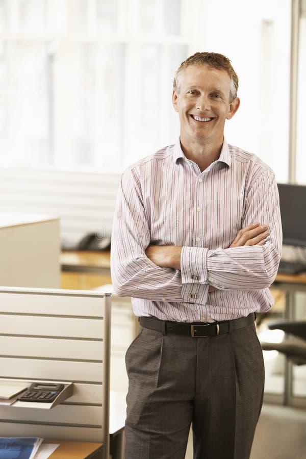 Homme d'affaires de sourire In Office photos stock