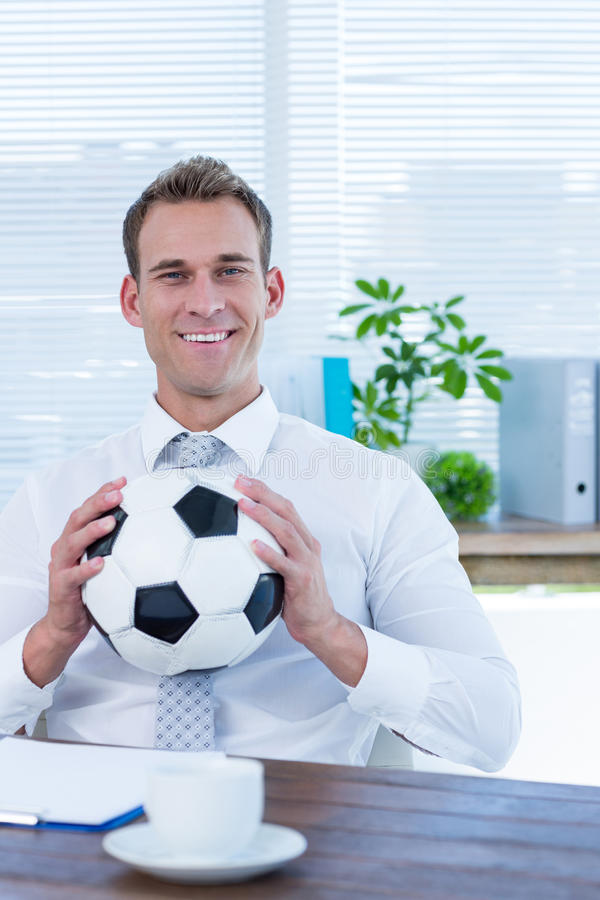Download Homme D'affaires De Sourire Retenant Un Football Image stock - Image du élégant, workplace: 56484405