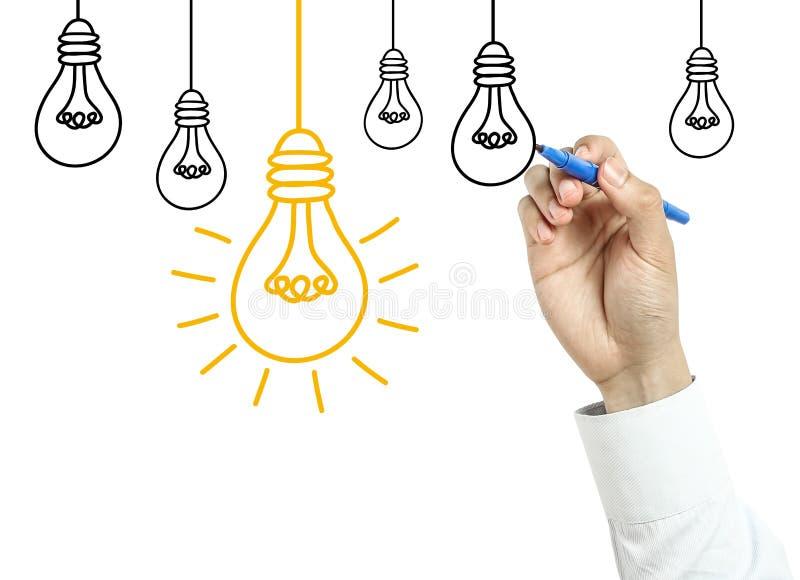 Homme d'affaires dessinant le concept d'ampoule photo stock