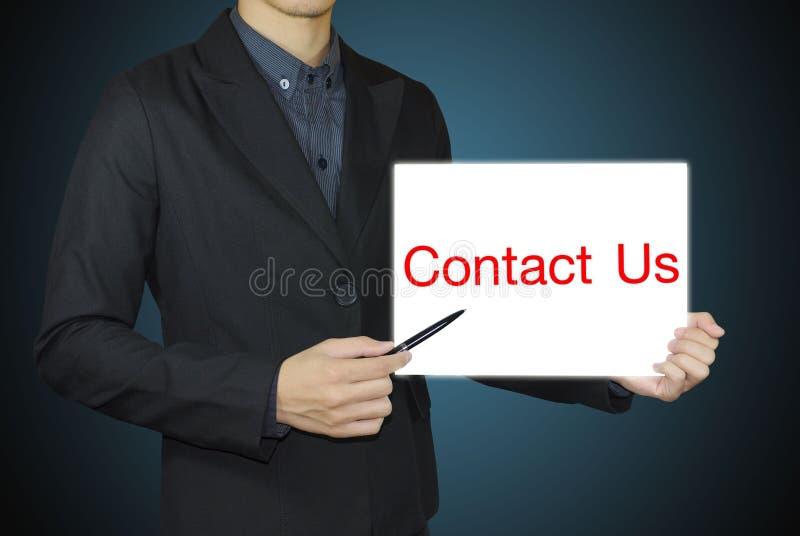 Homme d'affaires dirigeant le contactez-nous images libres de droits