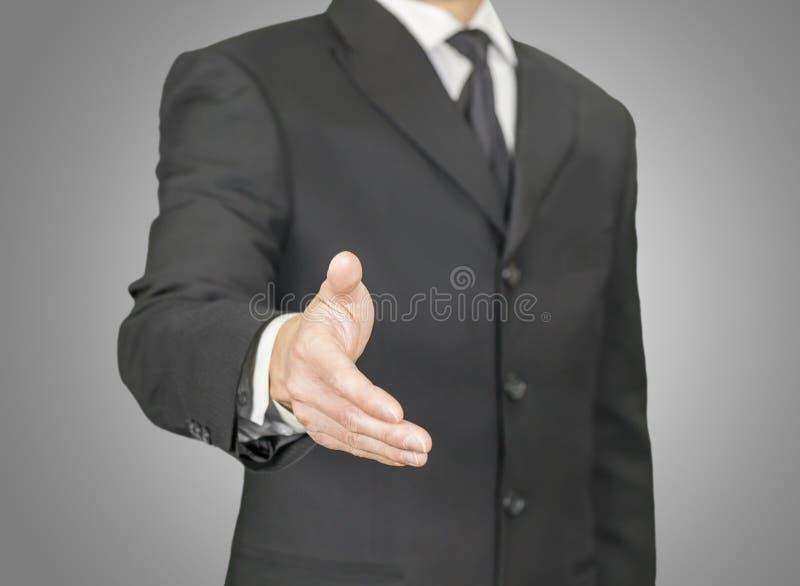 Homme d'affaires donnant une poignée de main photographie stock libre de droits