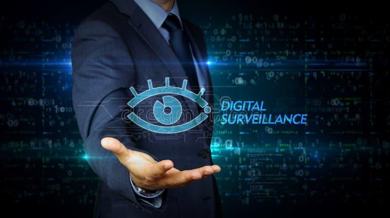 Homme d'affaires et écran avec l'hologramme d'oeil de cyber image stock