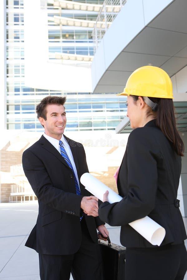 Homme d'affaires et femme de construction photographie stock libre de droits