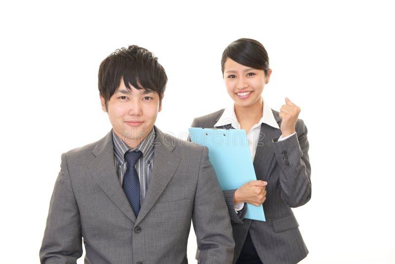 Homme d'affaires et femme d'affaires de sourire photographie stock libre de droits
