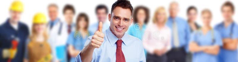 Homme d'affaires et groupe de personnes heureux image stock