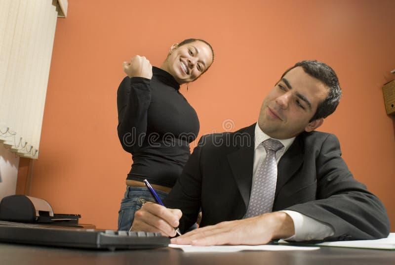 Homme d'affaires et secrétaire - horizontaux image stock