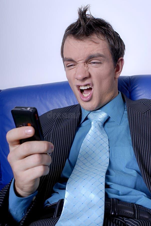 Homme d'affaires fâché à téléphoner images stock