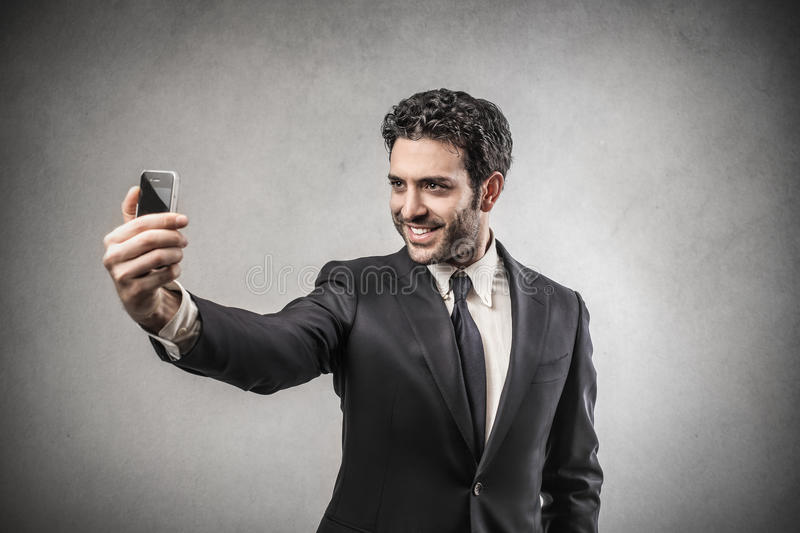 Homme d'affaires faisant un selfie photo stock