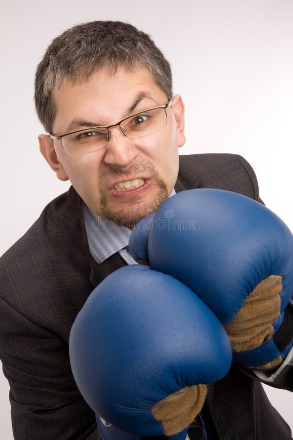 Homme d'affaires furieux - boxeur image libre de droits