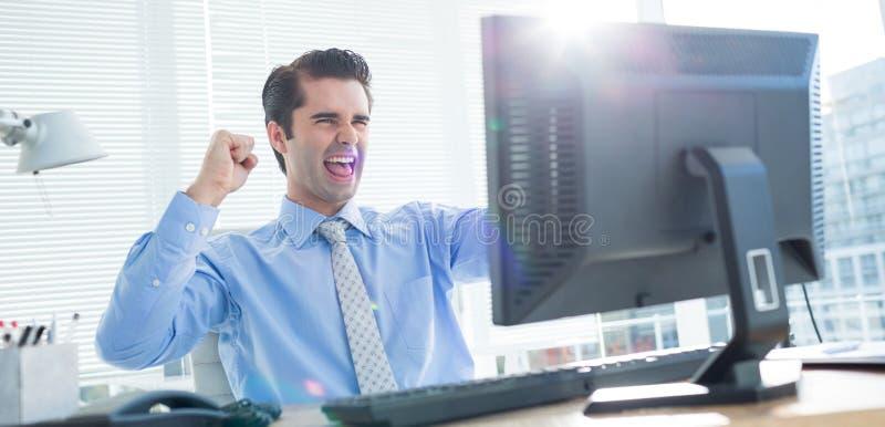 Download Homme D'affaires Gai Encourageant Dans Le Bureau Photo stock - Image du directeur, mâle: 56482714