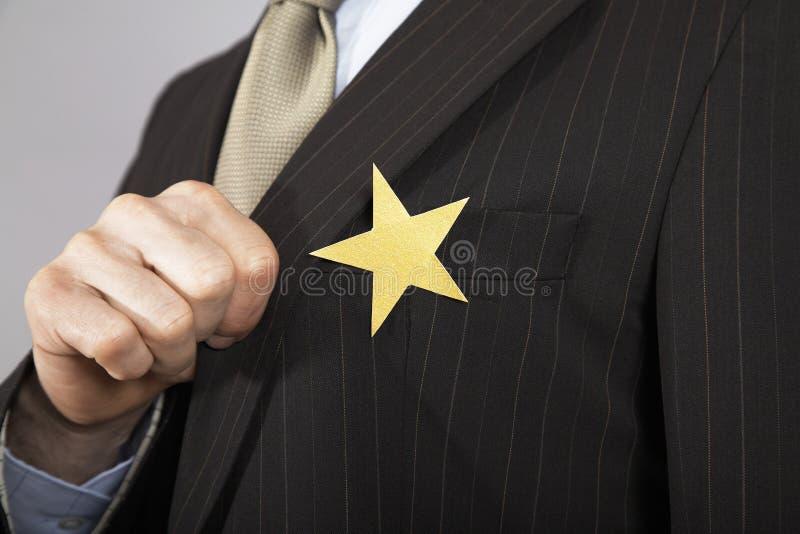 Homme d'affaires With Gold Star sur le costume photographie stock