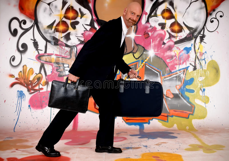 Homme d'affaires, graffiti urbain photos stock