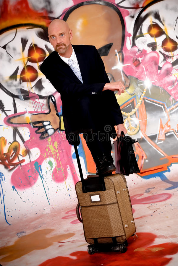 Homme d'affaires, graffiti urbain image stock