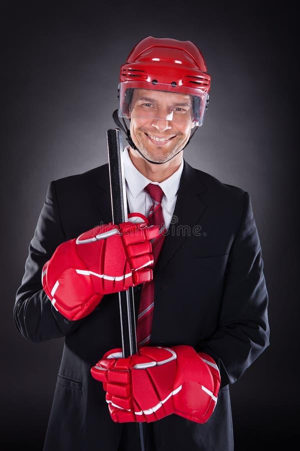Homme d'affaires habillé comme joueur de hockey photos libres de droits