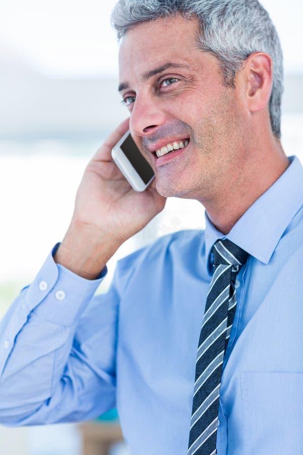 Download Homme D'affaires Heureux Ayant Un Appel Téléphonique Photo stock - Image du personne, rectifié: 56481082