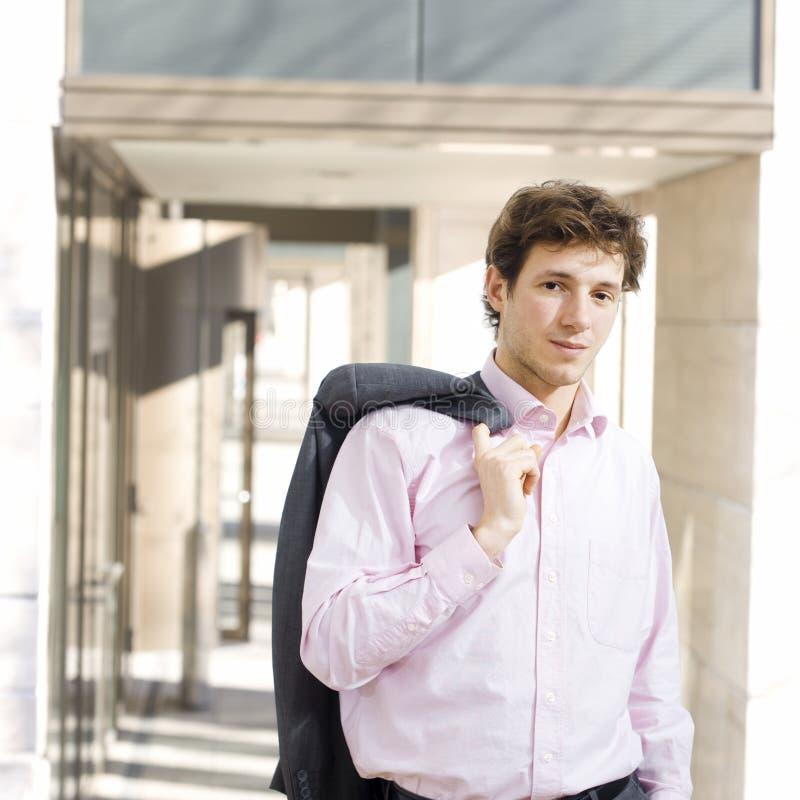 Homme d'affaires heureux extérieur image libre de droits