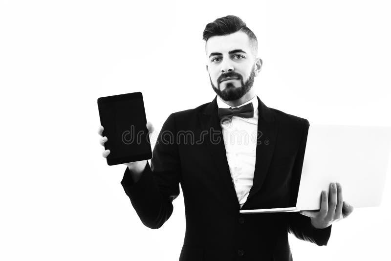 Homme d'affaires heureux ou directeur exécutif avec la barbe et le sourire image libre de droits