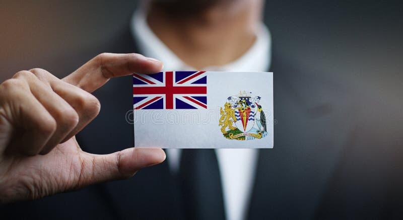 Homme d'affaires Holding Card de drapeau antarctique britannique de territoire photographie stock