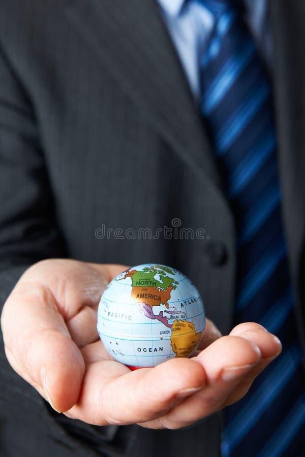 Homme d'affaires Holding Globe Showing Amérique du Nord à disposition photographie stock