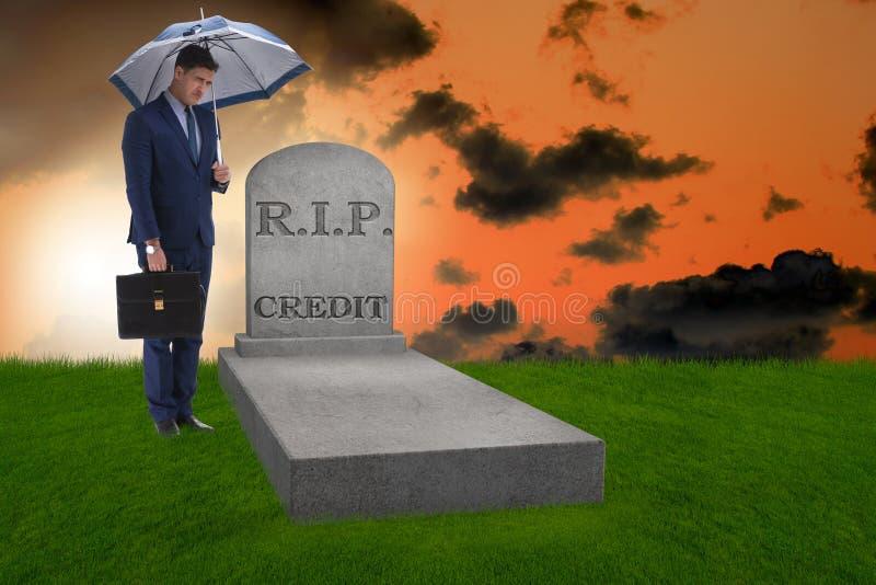 Homme d'affaires insolvable ayant la difficulté soulevant des finances pour l'inve photographie stock libre de droits