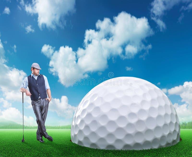 Homme d'affaires jouant le golf illustration libre de droits