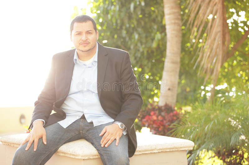 Homme d'affaires latin image stock