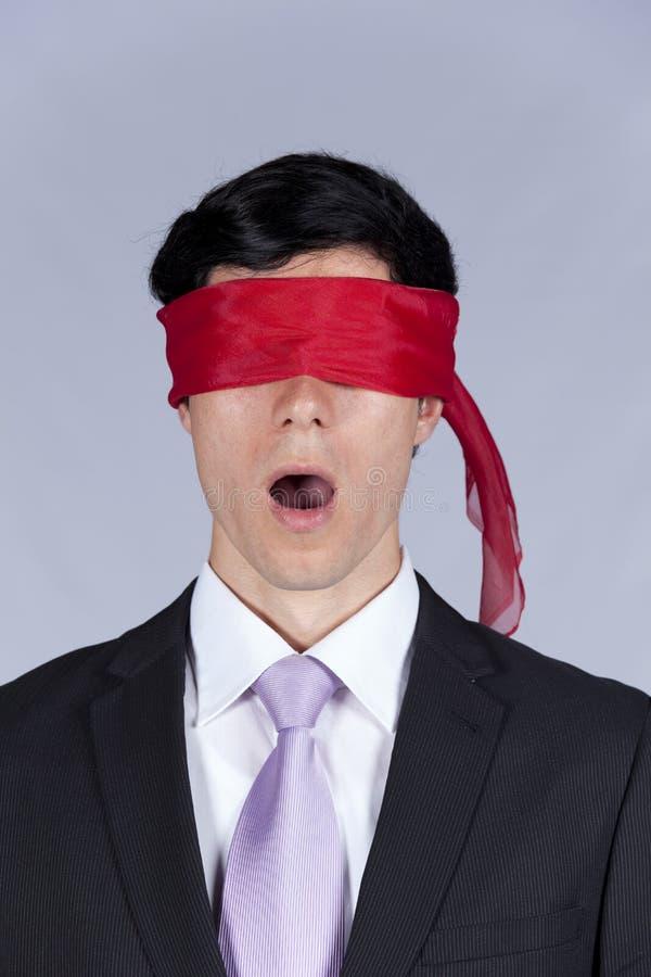 Homme d'affaires les yeux bandés photo stock