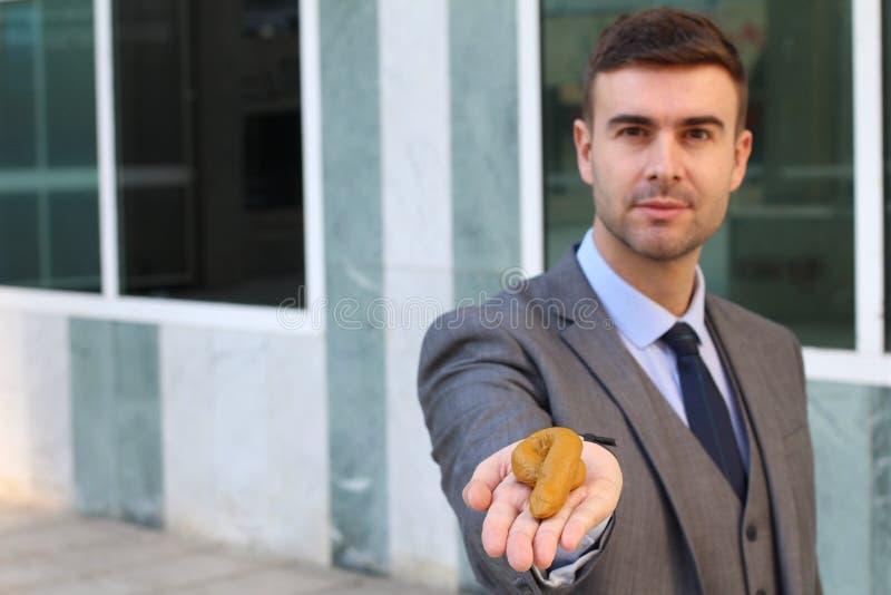 Homme d'affaires malhonnête offrant de la connerie photo stock