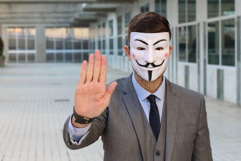 Homme d'affaires masqué mystérieux te demandant de s'arrêter images libres de droits