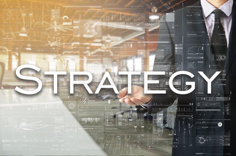 Homme d'affaires montrant le texte par sa main : Stratégie photographie stock