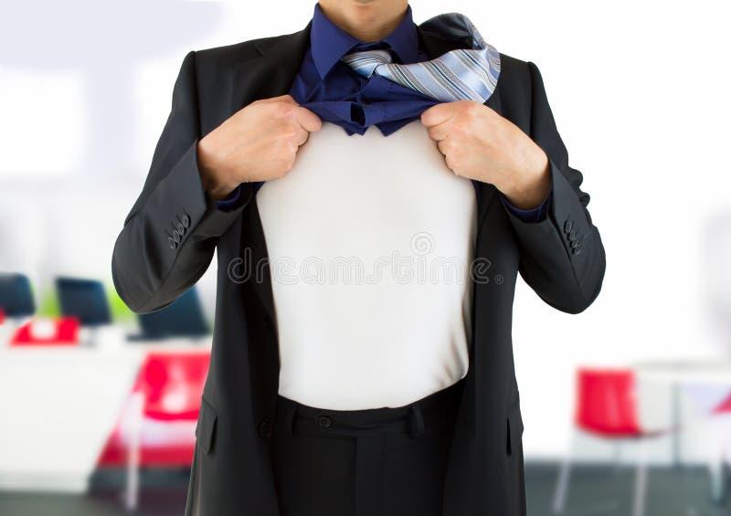 Homme d'affaires montrant son identité secrète photos stock