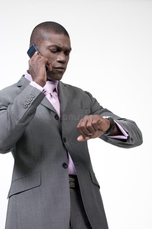 Homme d'affaires occupé au téléphone image stock