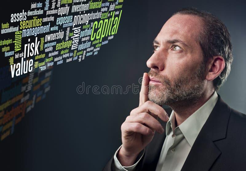 Homme d'affaires pensif - nuage d'étiquette d'affaires image stock