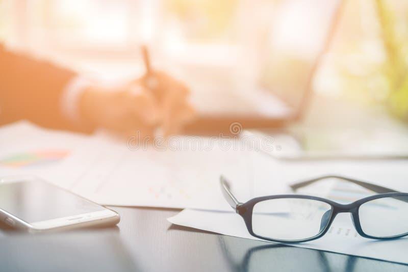 Homme d'affaires Planning Startup de tache floue image stock