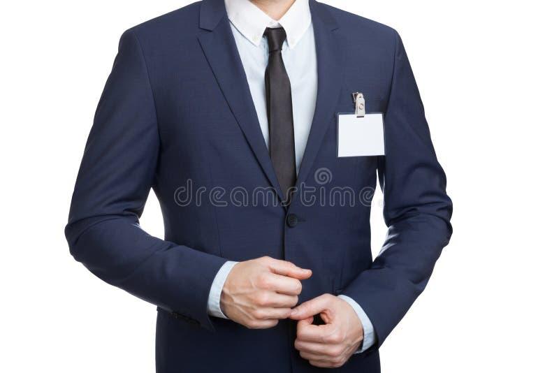 Homme d'affaires portant une étiquette vide ou la carte nominative d'identification à une exposition ou à une conférence image stock