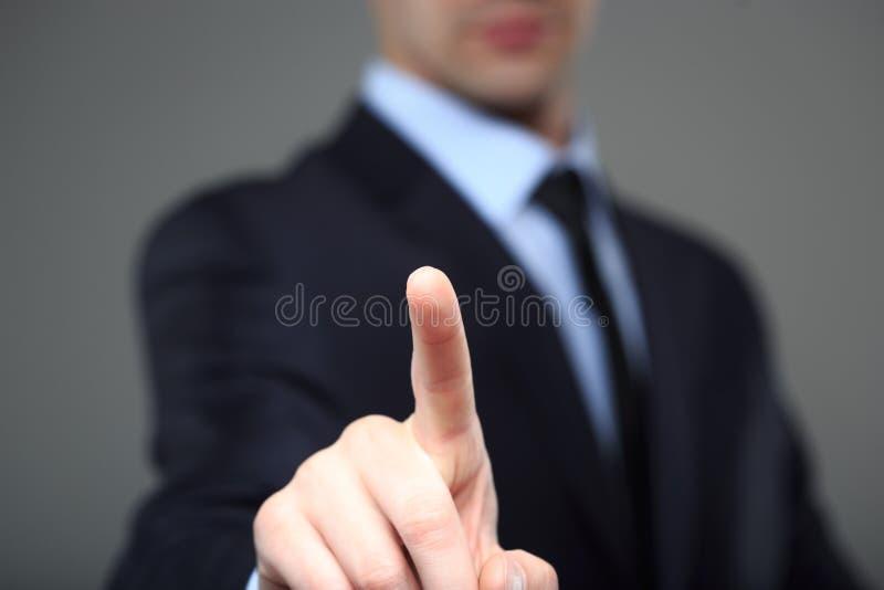 Homme d'affaires poussant un pâle dans l'espace image stock