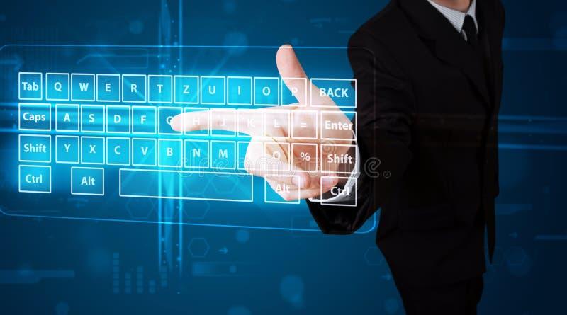 Homme d'affaires pressant le type virtuel de clavier photo libre de droits