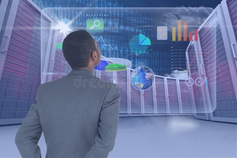 Homme d'affaires regardant l'écran numérique avec des graphiques illustration stock