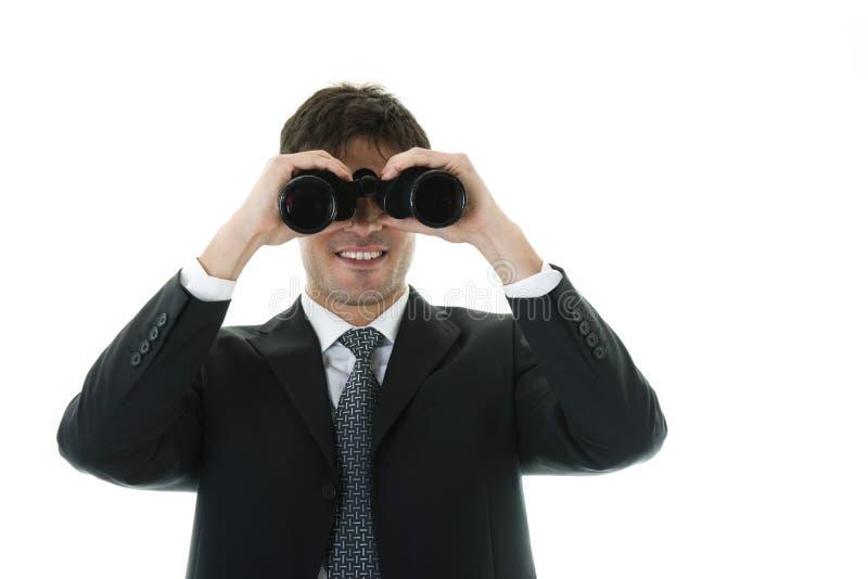 Homme d'affaires regardant par des jumelles photographie stock libre de droits
