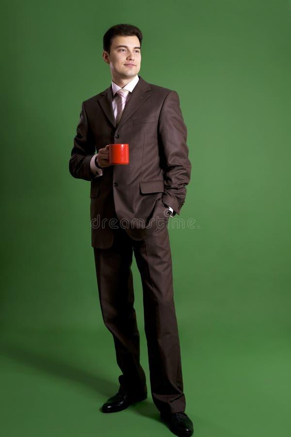 Homme d'affaires restant avec une cuvette image libre de droits