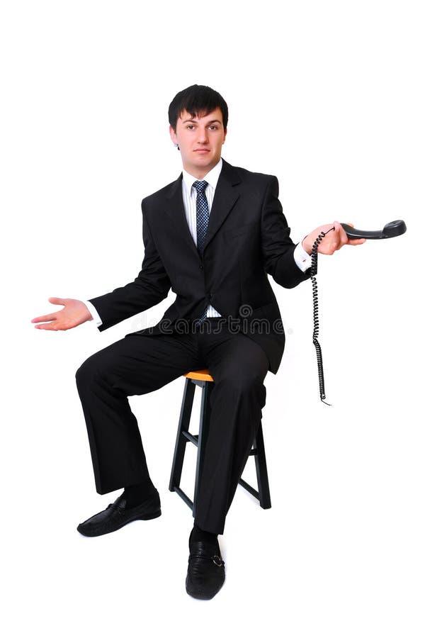 Homme d'affaires retenant le récepteur disconnected de téléphone image stock
