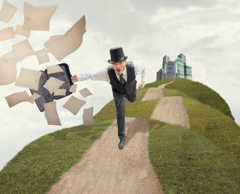 Homme d'affaires Running Through Field de vintage photos libres de droits