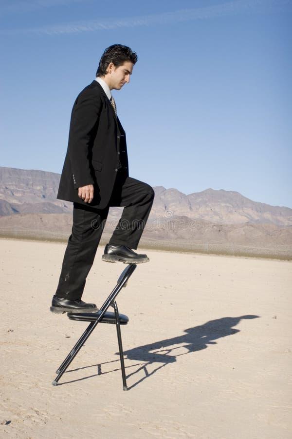 Homme d'affaires s'élevant vers le haut photos libres de droits