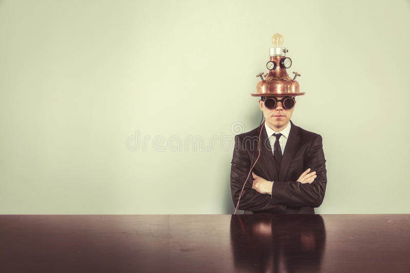 Download Homme D'affaires S'asseyant Au Bureau Avec Le Bloc-notes Photo stock - Image du copie, concept: 77153012