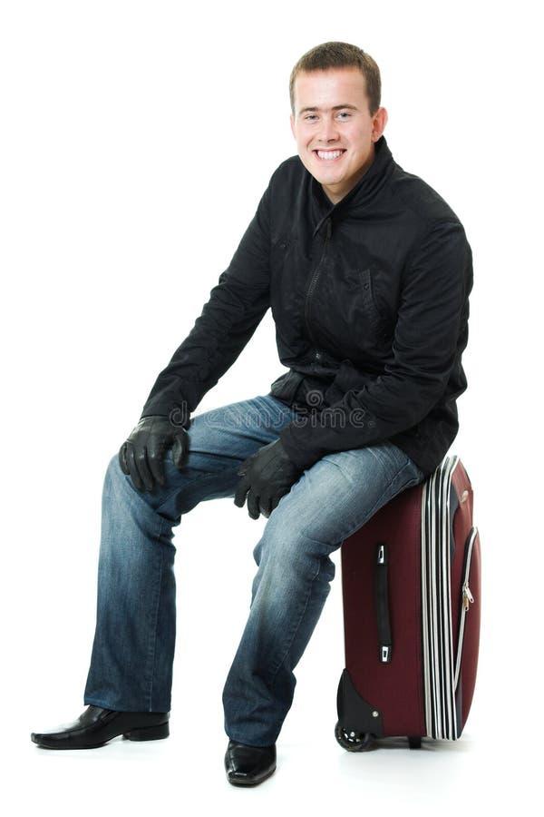 Homme d'affaires s'asseyant sur une valise. photographie stock