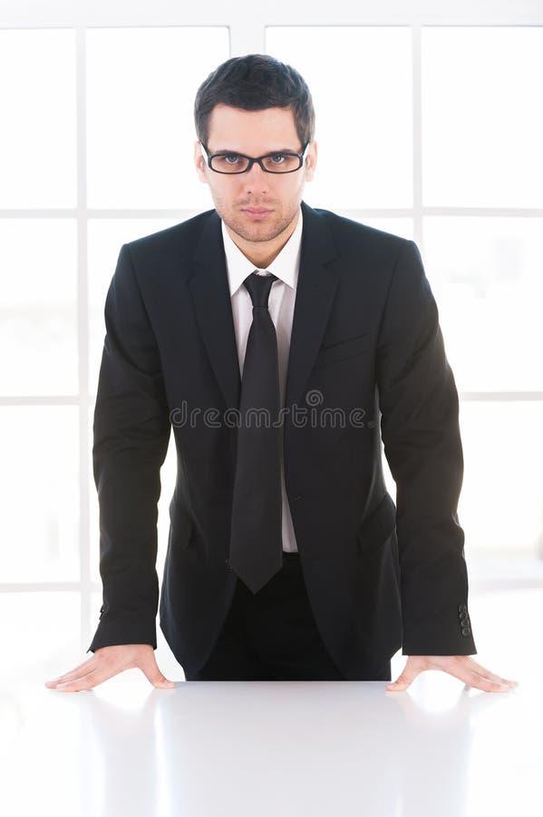 Homme d'affaires sûr. photo stock
