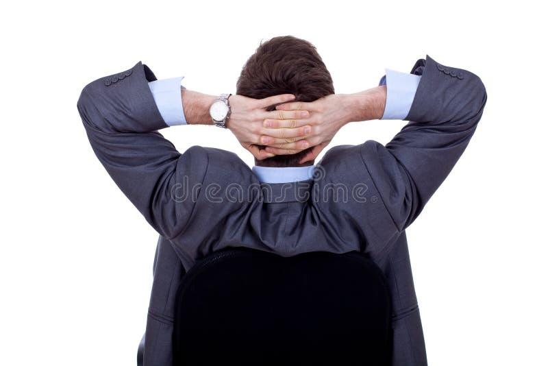 Homme d'affaires se penchant en arrière dans la présidence photos libres de droits