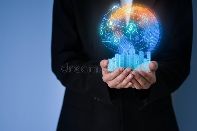 Homme d'affaires se tenant à disposition avec le blockchain global Co de connexion photos libres de droits