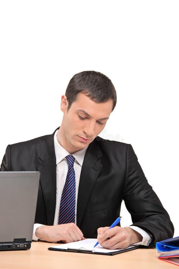 Homme d'affaires signant un document photos libres de droits