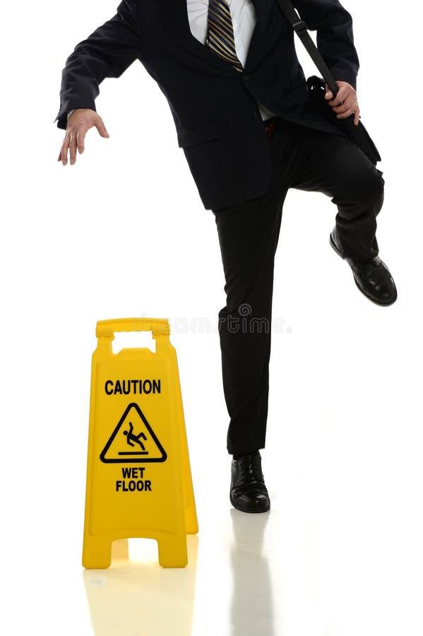 Homme d'affaires Slipping sur le plancher humide images libres de droits